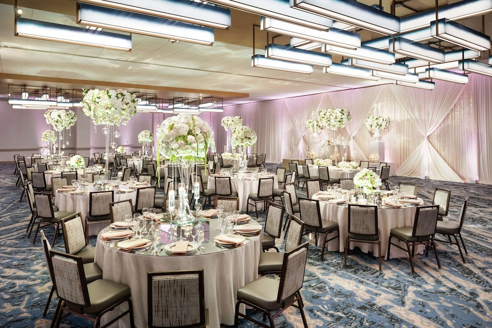 Ballroom, DoubleTree by Hilton Chicago - Magnificent Mile