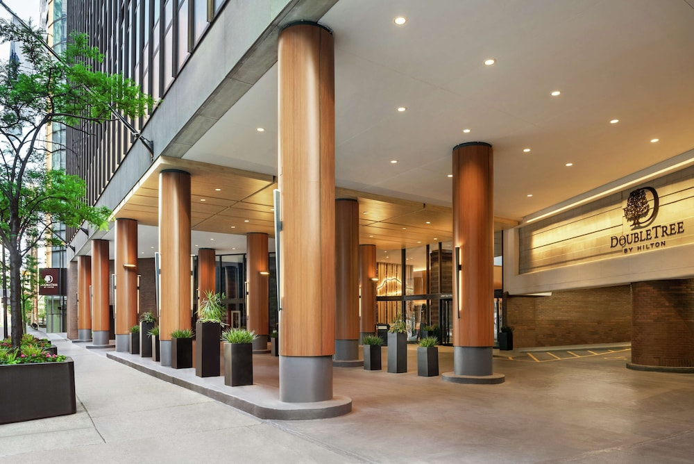 Exterior, DoubleTree by Hilton Chicago - Magnificent Mile