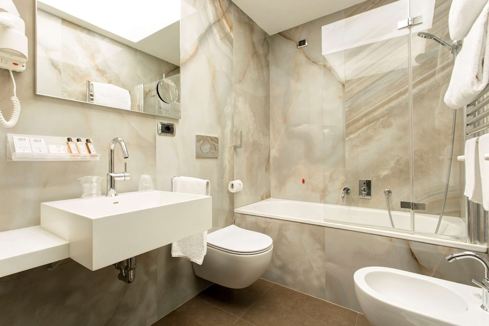 Bathroom, Best Western Plus Hotel Universo