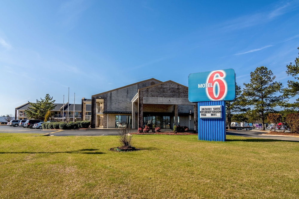 Exterior, Motel 6 Kenly, NC