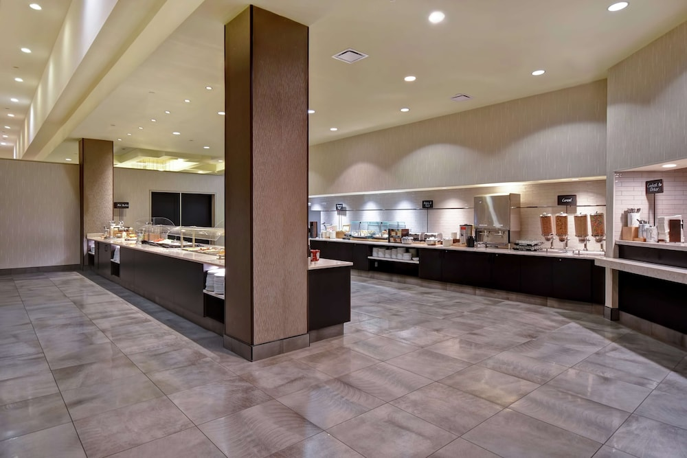 Breakfast Area, Embassy Suites by Hilton Montgomery Hotel & Conference Ctr