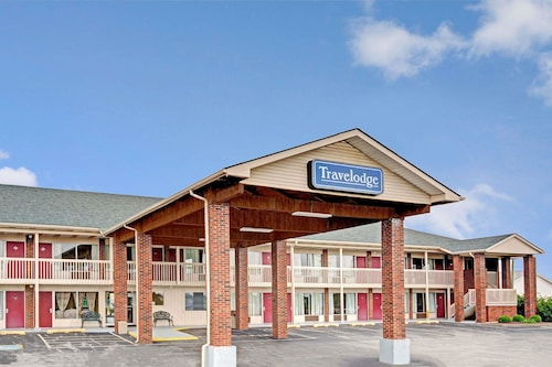 Travelodge by Wyndham Sellersburg