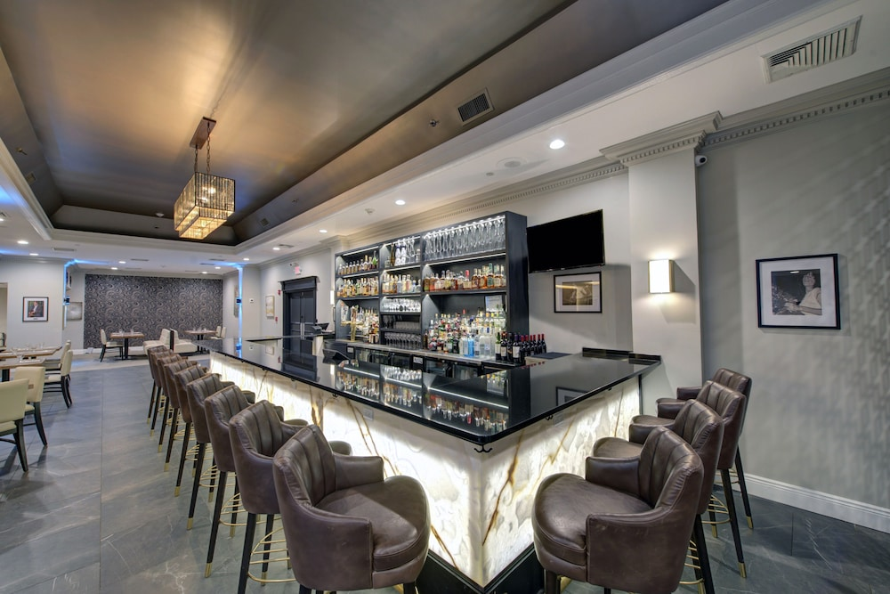 Bar, The Roslyn, Tapestry Collection by Hilton