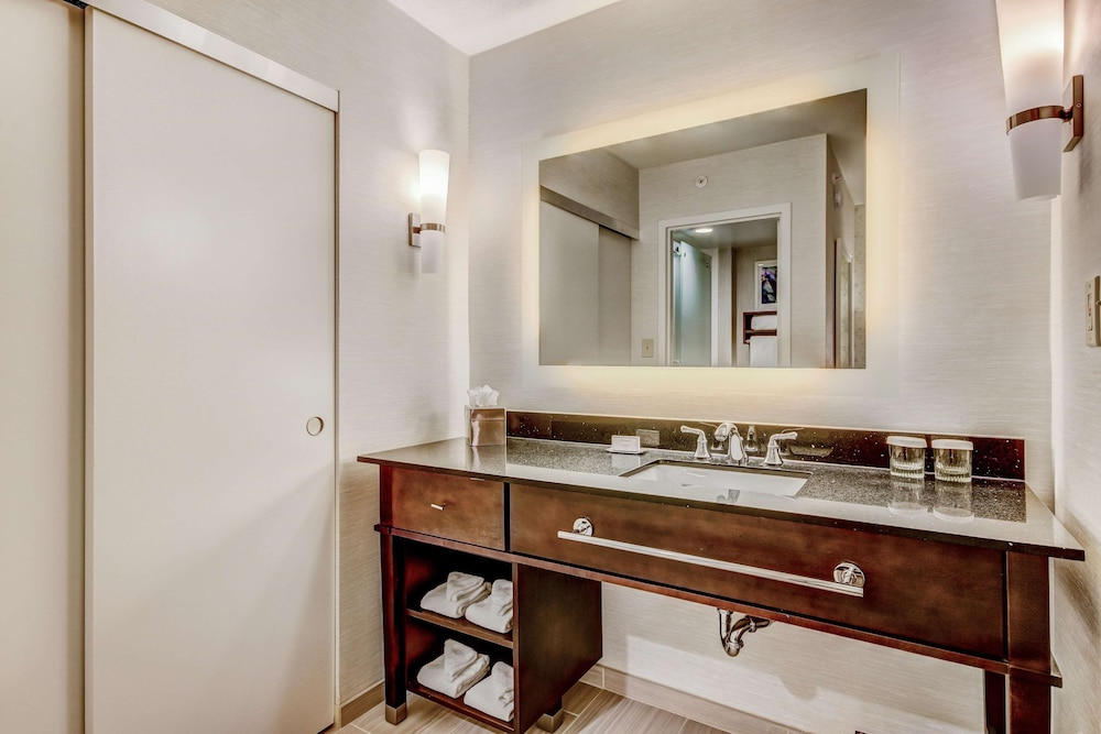 Bathroom, Homewood Suites by Hilton Indianapolis Carmel