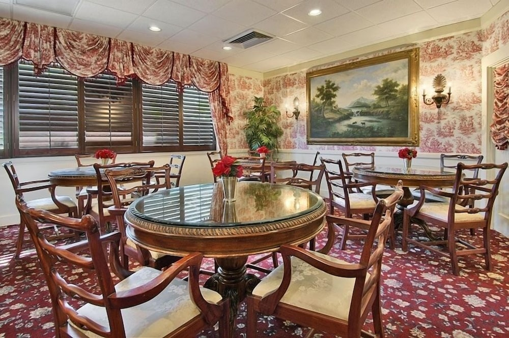 Dining, Red Rose Inn & Suites