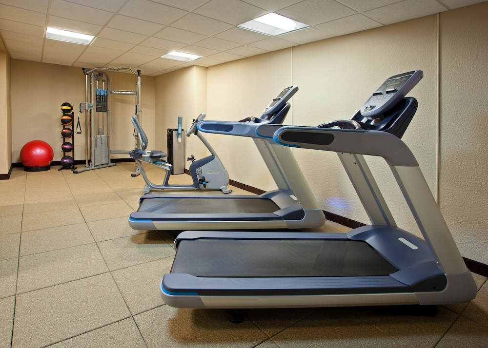 Gym, Pittsburgh Plaza Hotel