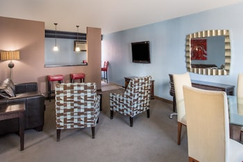 Suite, 1 King Bed, Non Smoking - Guestroom