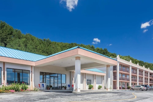 Howard Johnson Hotel Conference Center By Wyndham M