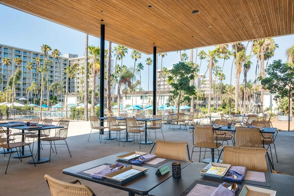 Outdoor Dining, Town and Country San Diego