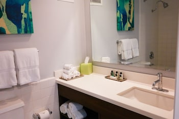 Royal Room, 1 King Bed, Tower (Newly Renovated - Royal Palm) - Bathroom