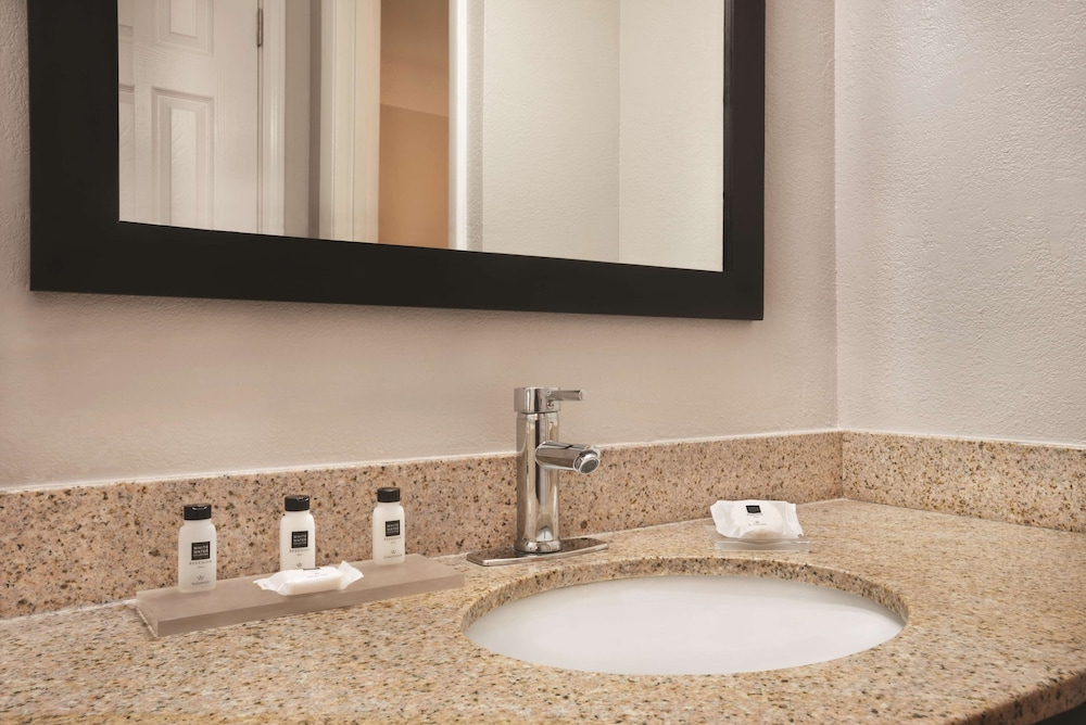 Bathroom, Country Inn & Suites by Radisson Indianapolis East
