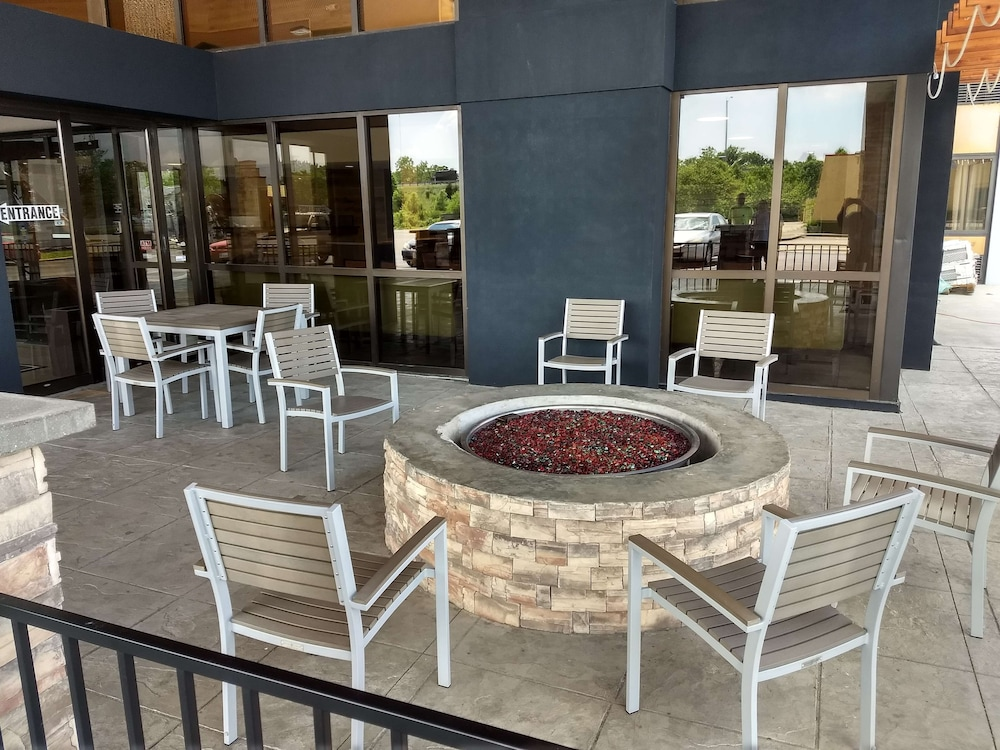 Terrace/Patio, Country Inn & Suites by Radisson Indianapolis East