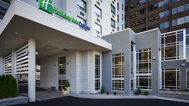 Holiday Inn Express Windsor Waterfront, an IHG Hotel