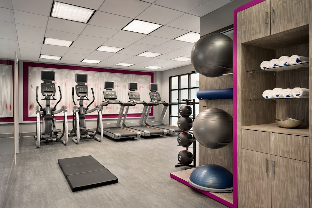 Fitness Facility, Crowne Plaza Englewood, an IHG Hotel