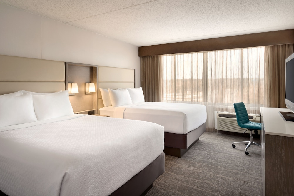 Room, Crowne Plaza Englewood, an IHG Hotel
