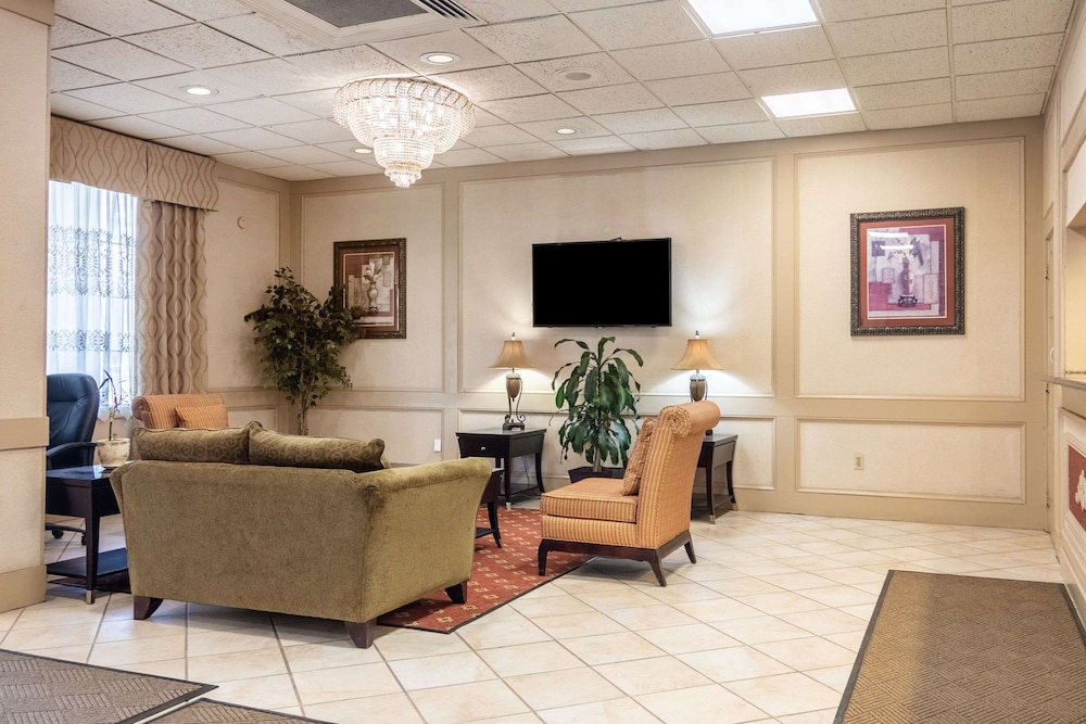 Lobby, Quality Inn & Suites
