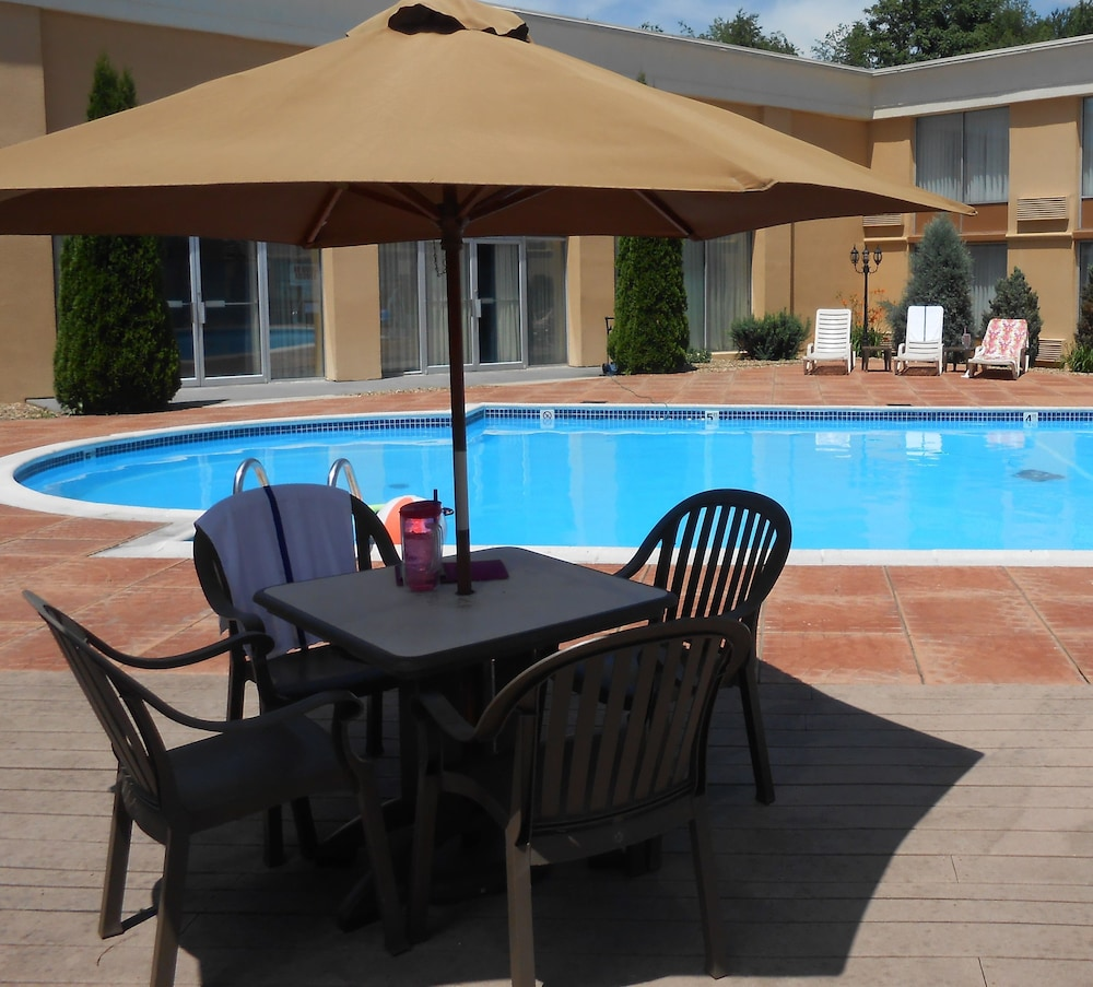 BBQ/Picnic Area, Quality Inn & Suites
