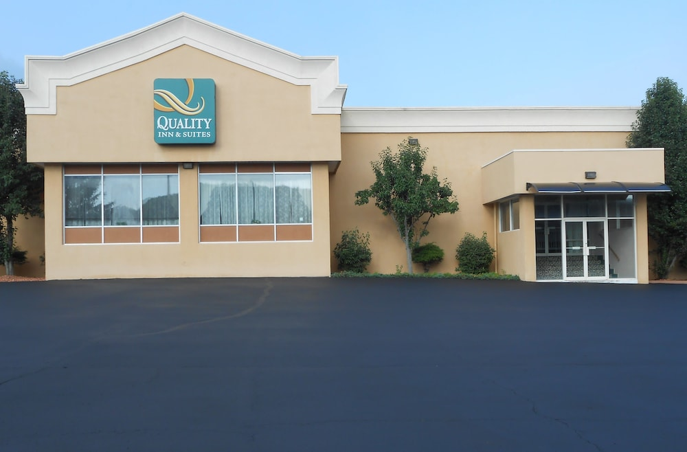 Front of Property, Quality Inn & Suites