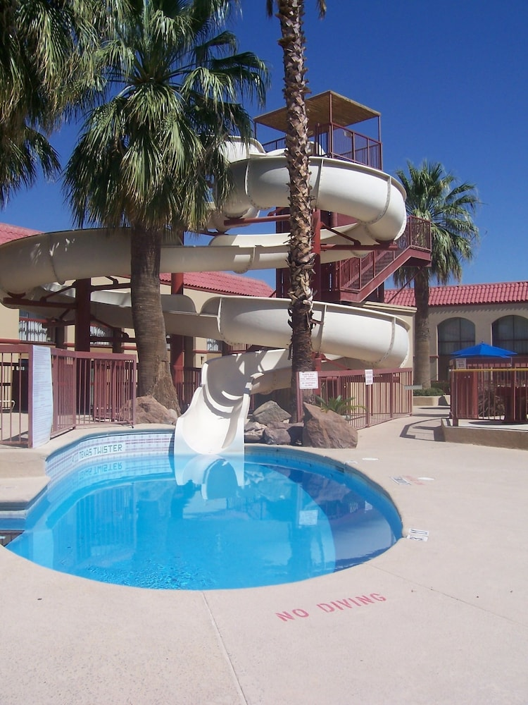 Wyndham El Paso Airport Hotel & Waterpark: 2019 Room