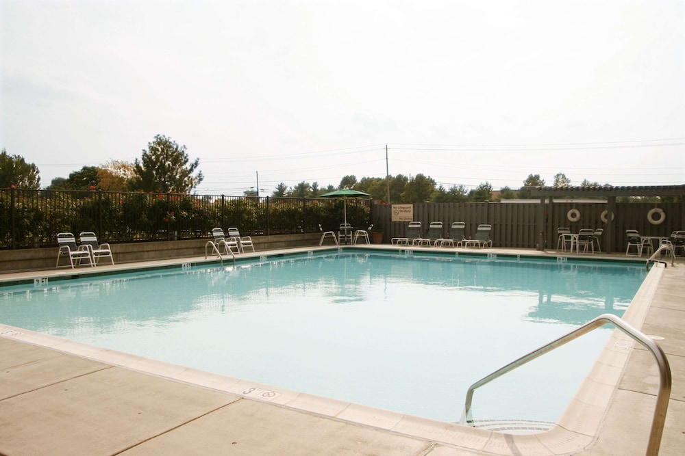 Pool, Hampton Inn - Frederick