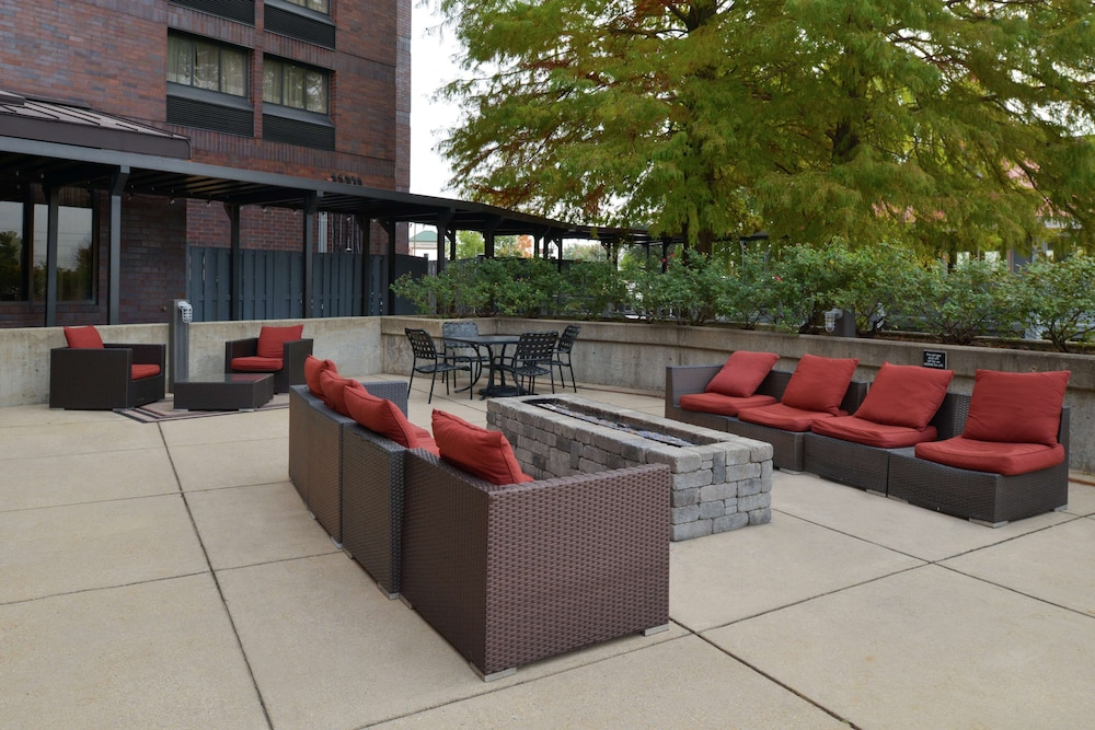 Terrace/Patio, Hampton Inn - Frederick