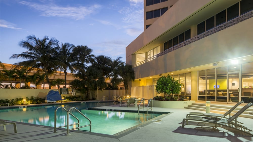 Pool, Holiday Inn Palm Beach - Airport Conf Ctr