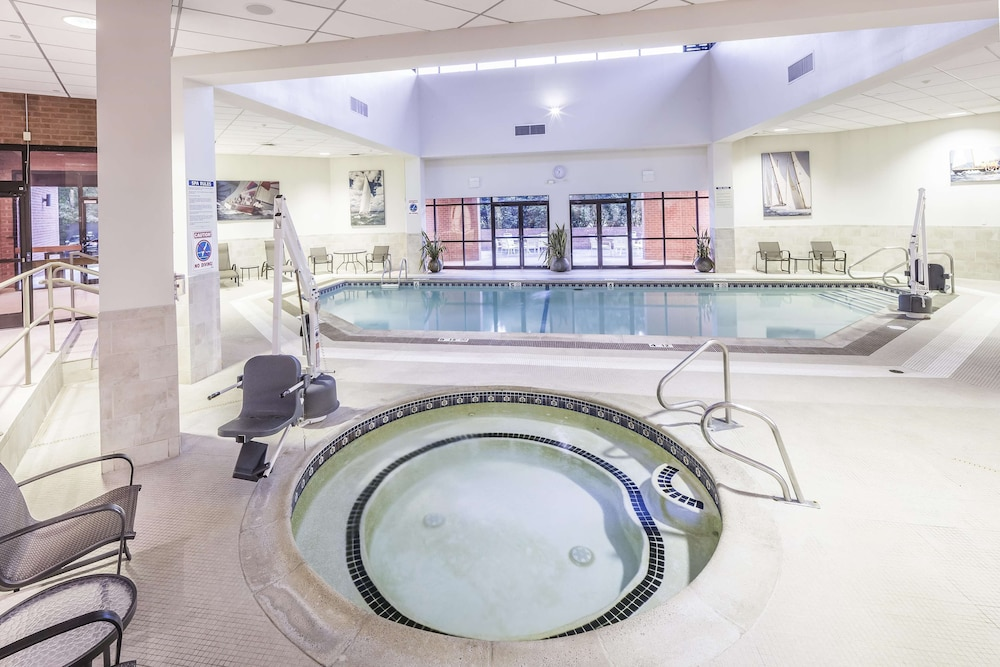 Pool, DoubleTree by Hilton Hotel Boston-Andover