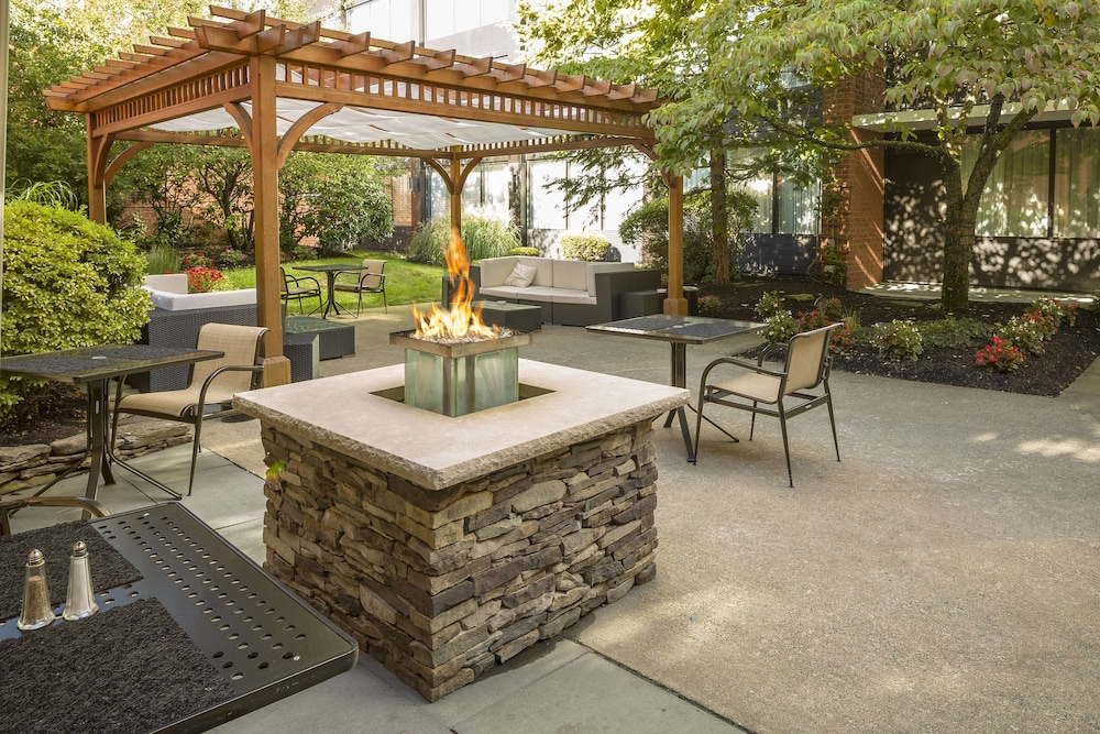Terrace/Patio, DoubleTree by Hilton Hotel Boston-Andover