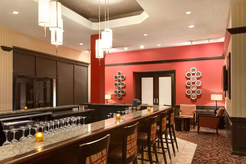 Bar, DoubleTree by Hilton Hotel Boston-Andover