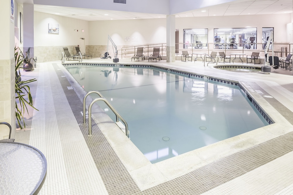 Pool : Indoor Pool 5 of 149