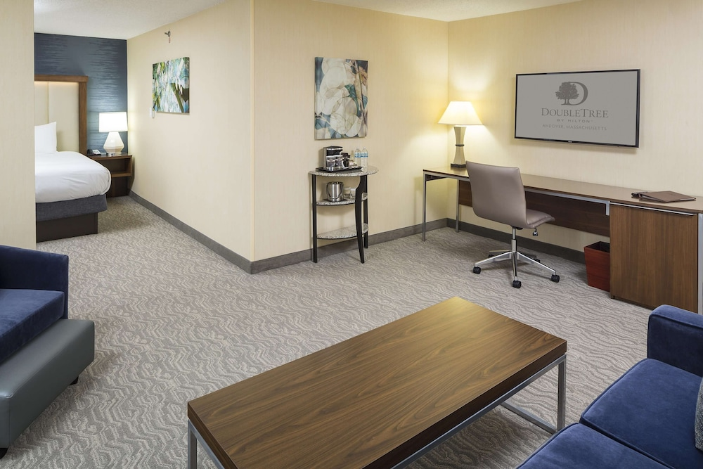 Living Area, DoubleTree by Hilton Hotel Boston-Andover
