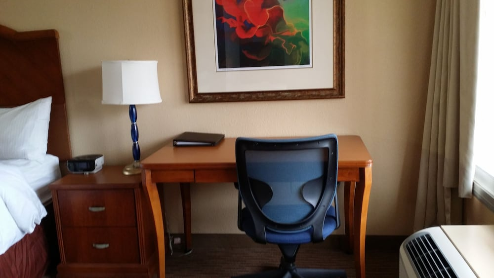 In-Room Business Center, Maingate Kissimmee Hotel