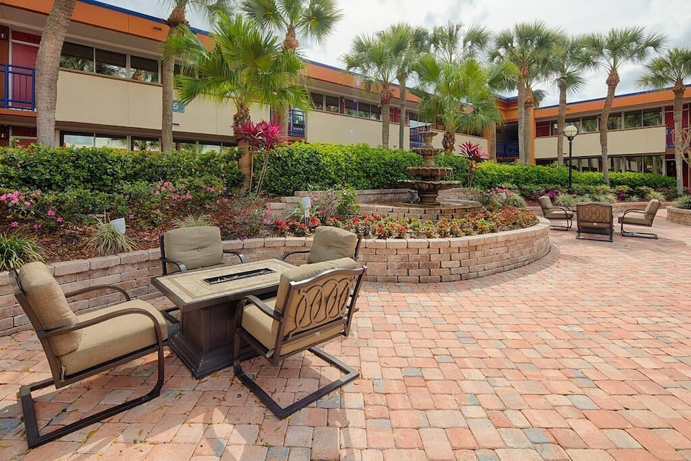 BBQ/Picnic Area, Maingate Kissimmee Hotel