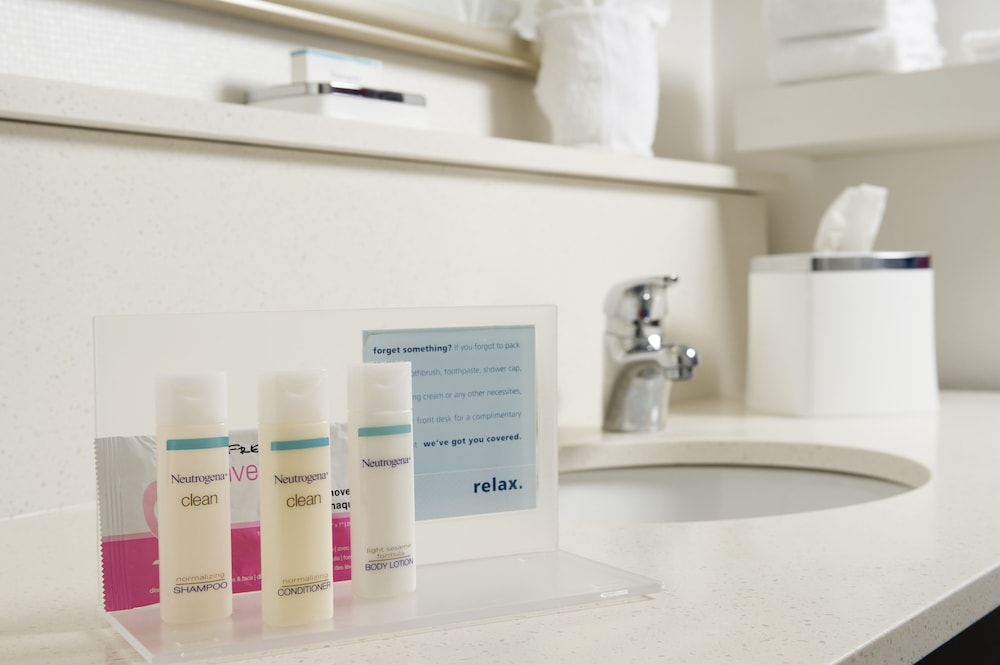 Bathroom Amenities, Hampton Inn Rochester-Greece