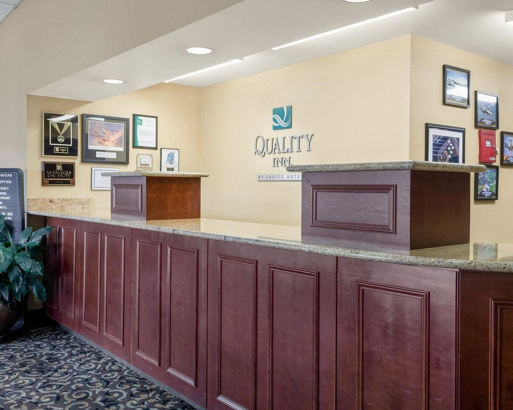 Lobby, Quality Inn Columbus