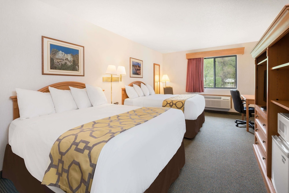 Room, Baymont by Wyndham Hot Springs