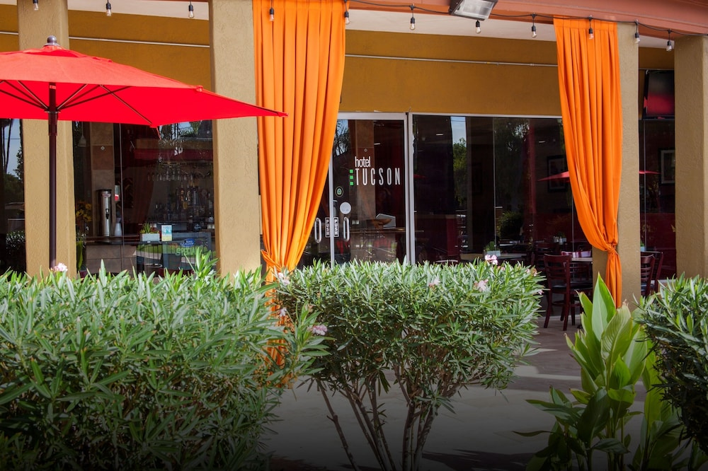 Outdoor Dining, Hotel Tucson City Center, Ascend Hotel Collection