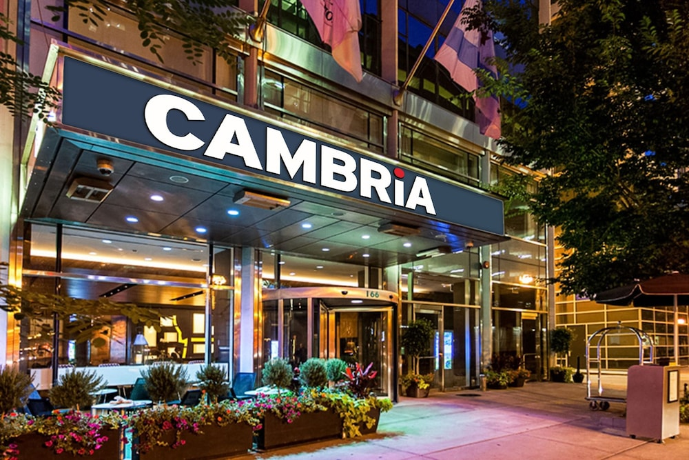 Cambria Hotel Chicago Magnificent Mile