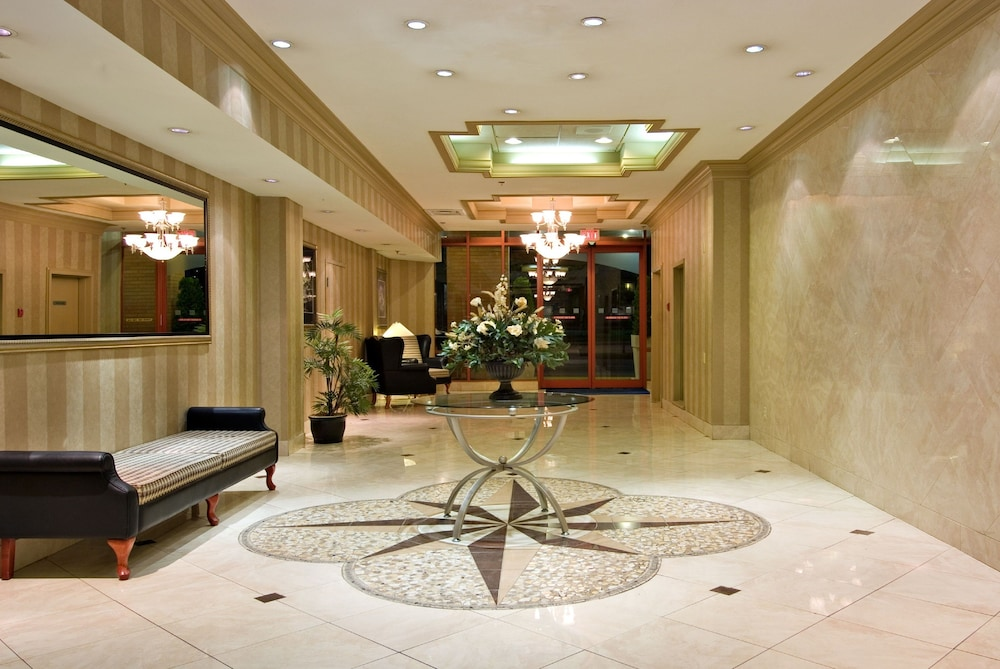 Lobby, Holiday Inn Express Vancouver-Metrotown (Burnaby), an IHG Hotel