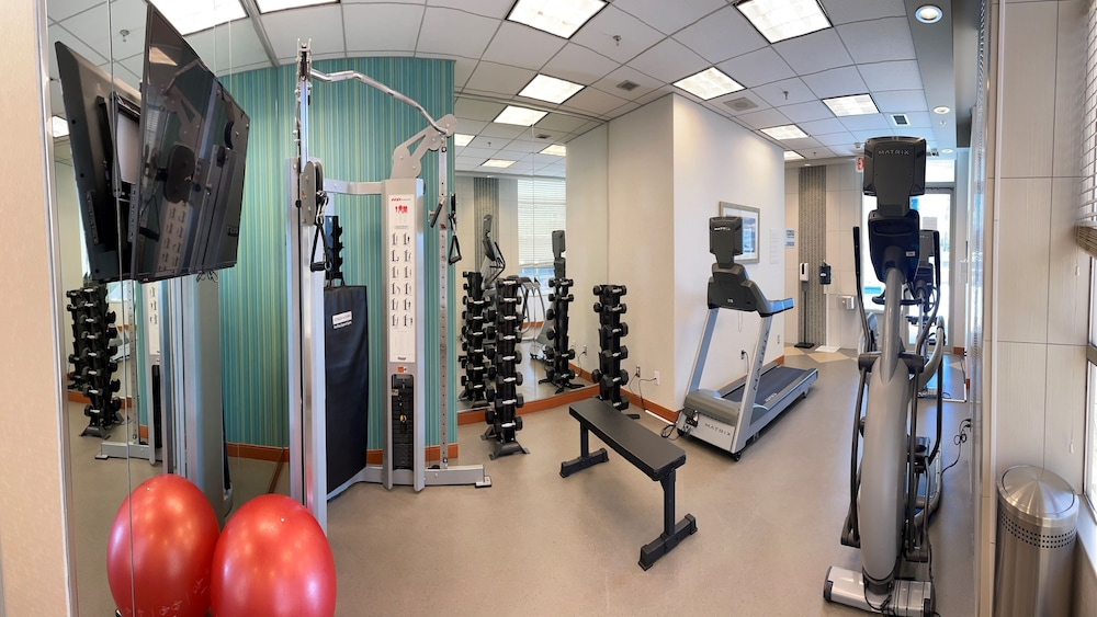 Fitness Facility, Holiday Inn Express Vancouver-Metrotown (Burnaby), an IHG Hotel