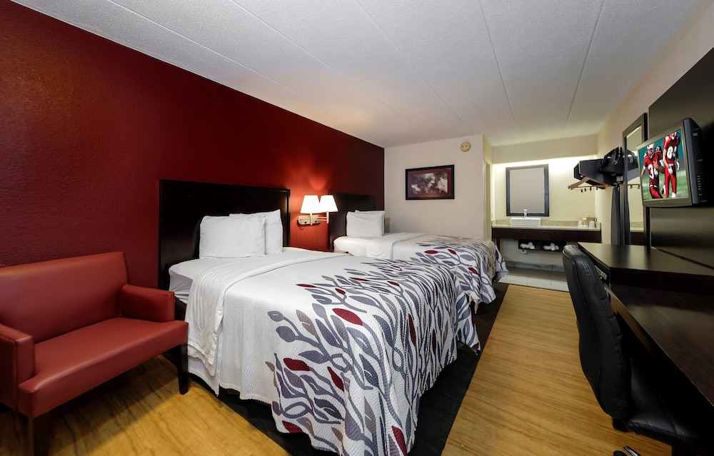 Room, Red Roof Inn Lansing East – MSU
