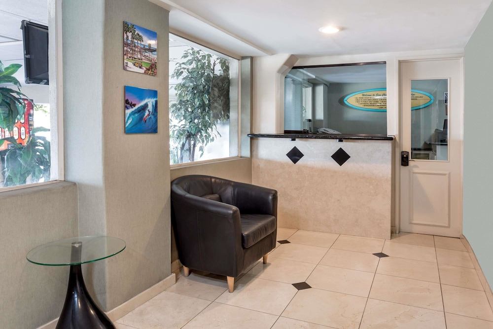 Travelodge By Wyndham San Clemente Beach 2 0 Out Of 5 Featured Image Lobby Reception