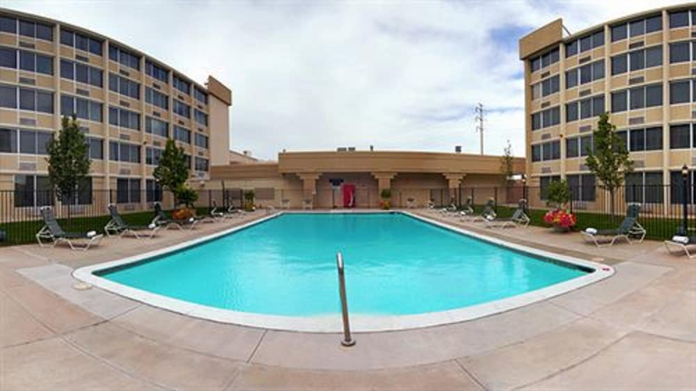 Outdoor Pool, DoubleTree by Hilton Hotel Denver - Stapleton North