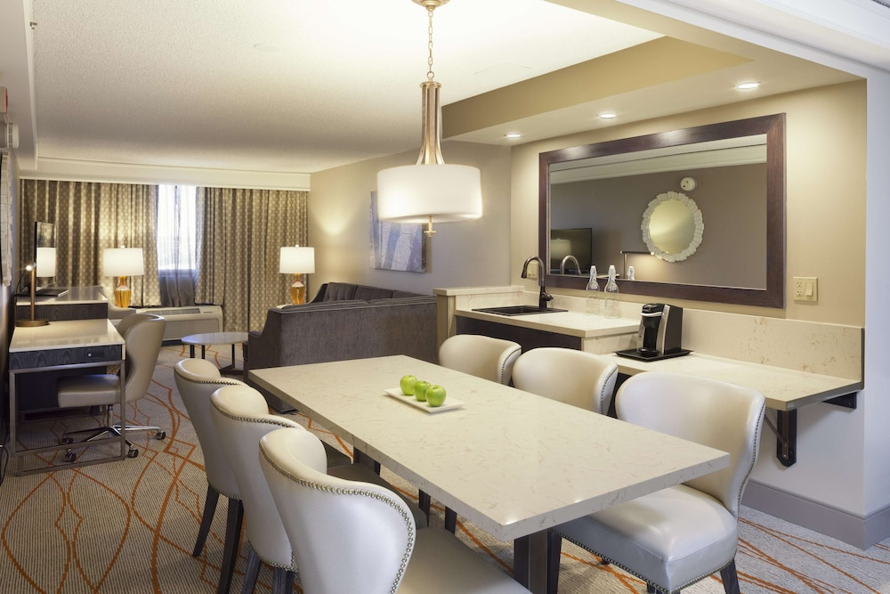 Living Area, DoubleTree by Hilton Hotel Denver - Stapleton North