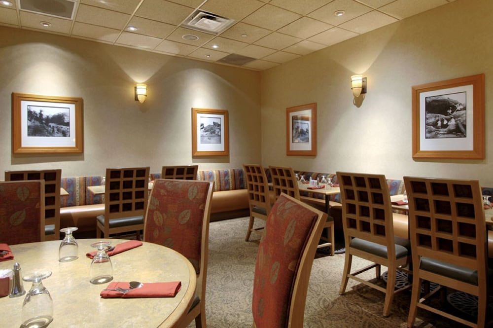 Breakfast Area, DoubleTree by Hilton Hotel Denver - Stapleton North