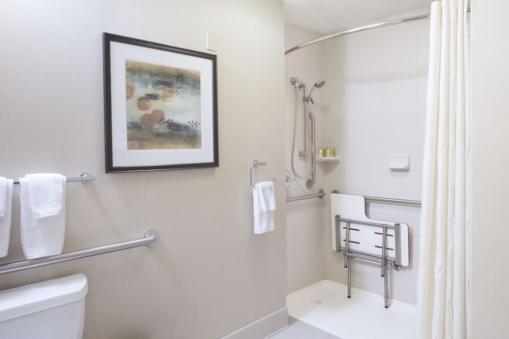 Bathroom, DoubleTree by Hilton Hotel Denver - Stapleton North