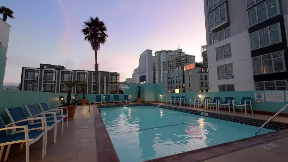 Outdoor Pool, Americania Hotel