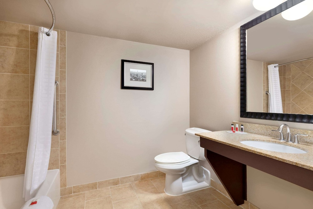 Accessible bathroom, Baymont by Wyndham Augusta West