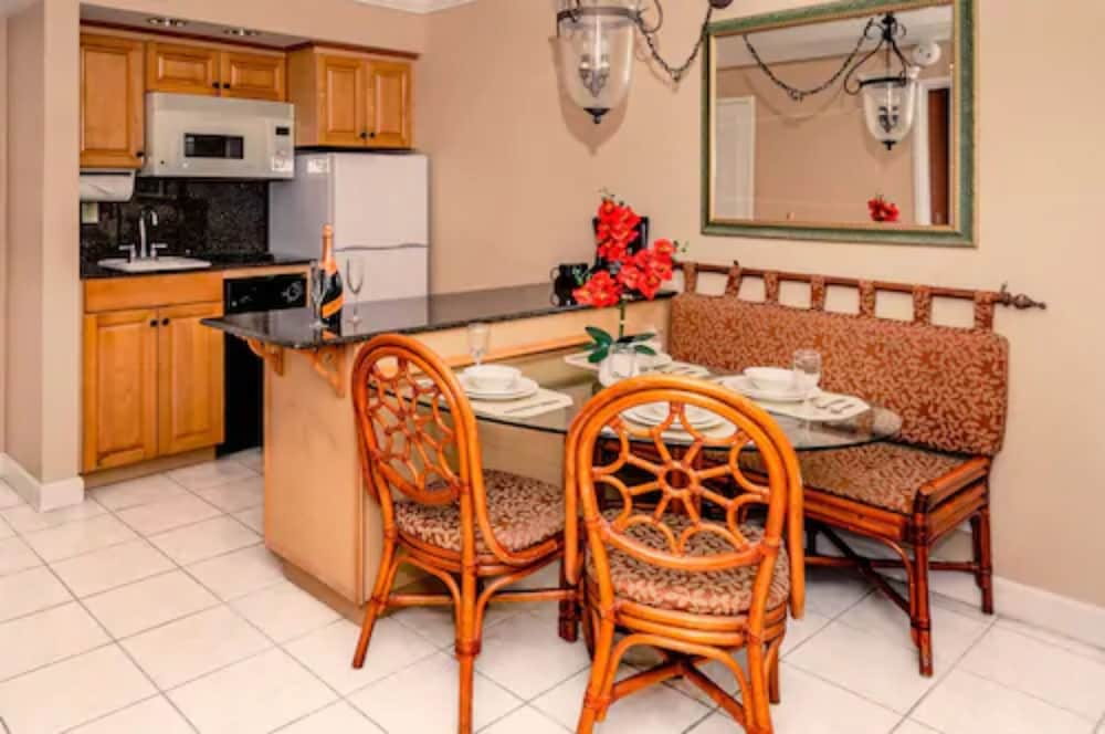 Private Kitchen, Palm Beach Shores Resort and Vacation Villas