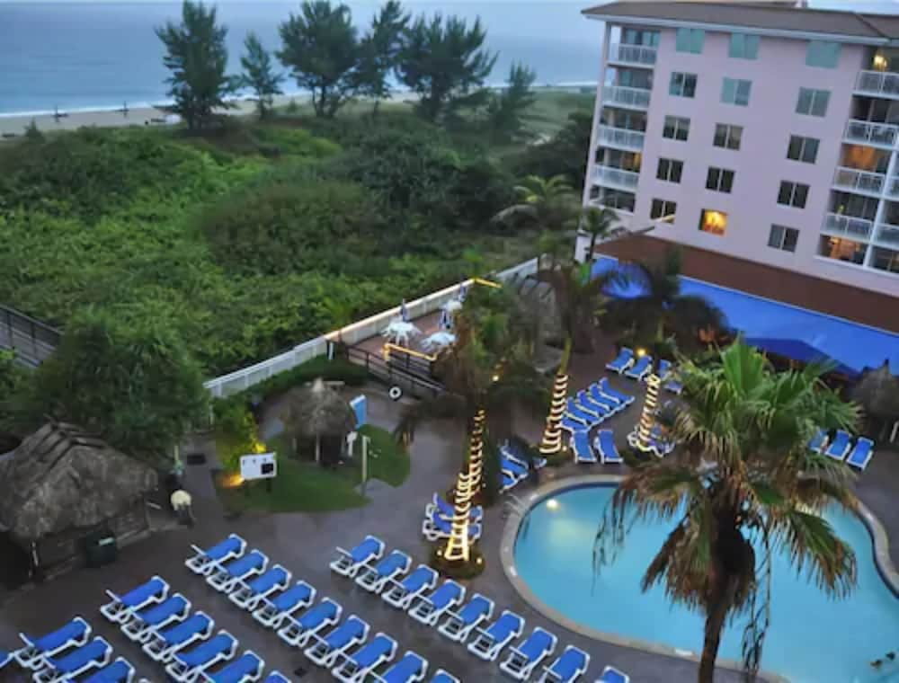 Outdoor Pool, Palm Beach Shores Resort and Vacation Villas